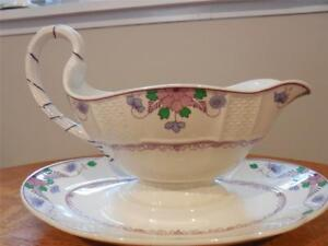 Wedgwood-Saxon-creamware-gravy-boat-with-attached-underplate-A4456-ca-1920-039-s