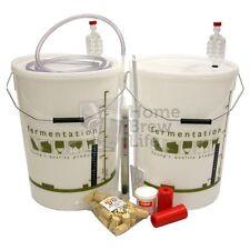 La vinificazione STARTER KIT rende fino a 30 bottiglie di HOME Brew vino per batch