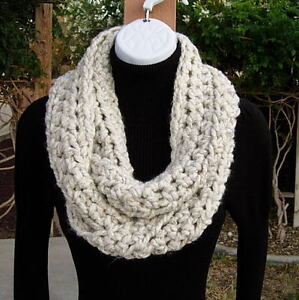 INFINITY-LOOP-SCARF-Off-White-Wheat-Light-Cream-Thick-Crochet-Knit-Handmade-Cowl