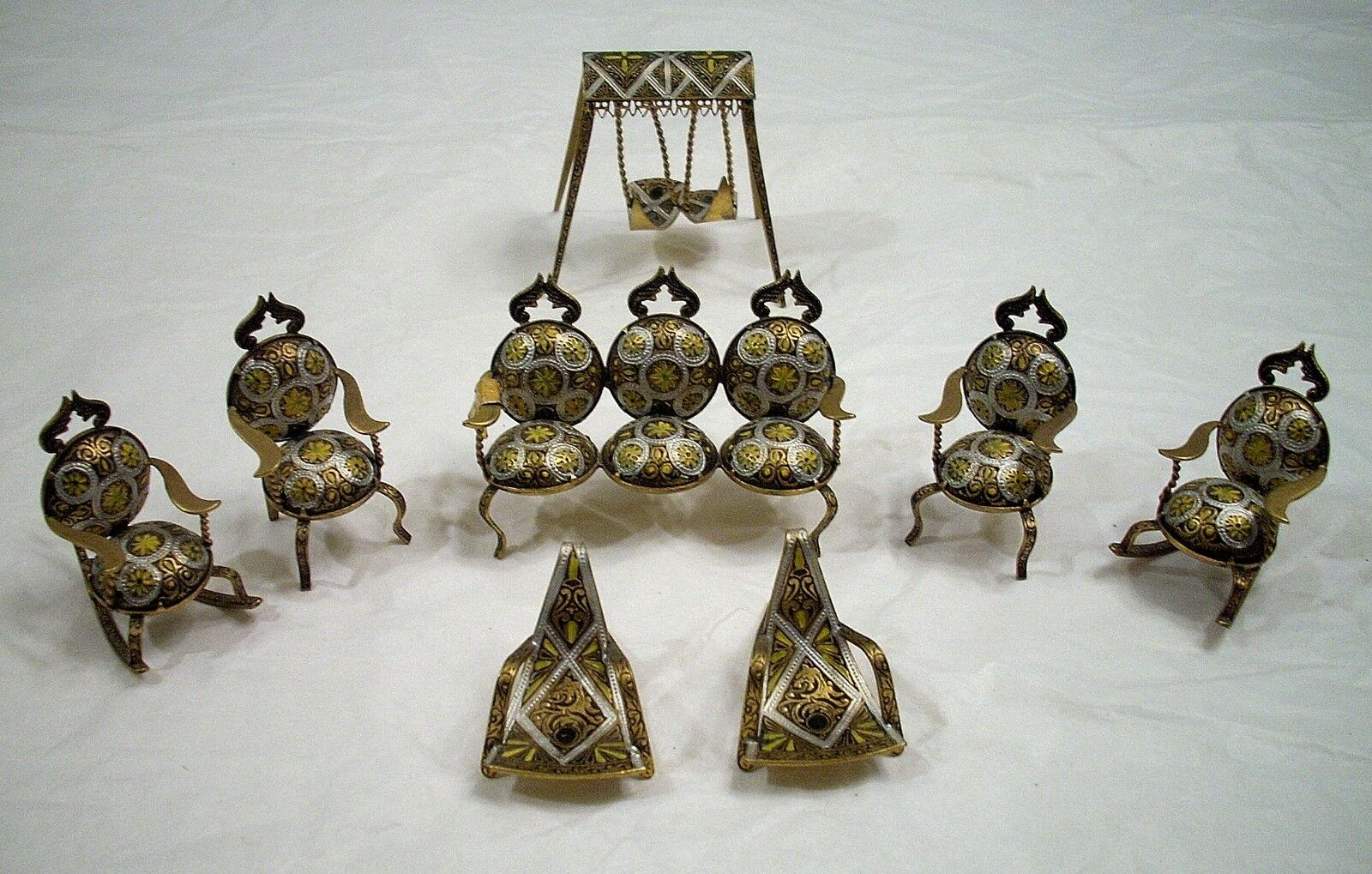 VINTAGE MINIATURE BRASS METAL bambola HOUSE FURNITURE 8 PIECE SET fatto IN SPAIN