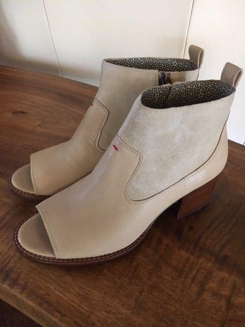 ED Ellen Degeneres Tan Bisque Leather Traison Peep-toe Ankle Bootie 8.5 NEW