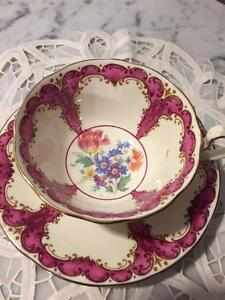 STUNNING AYNSLEY TEA CUP AND SAUCER HAND PAINTED GOLD & CRANBERRY