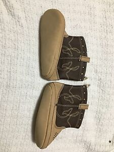 New Boys Infant Old Navy Brown Tall Crib Boots Shoes Size 18-24 Months