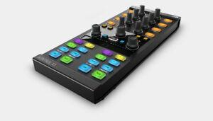 Contrôleur DJ compact TRAKTOR KONTROL X1 MK2 dans son carton