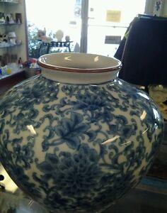 Gorgeous-Vintage-Porcelain-Chrysanthemum-Vase-For-Center-Piece-Home-Decor-Japan