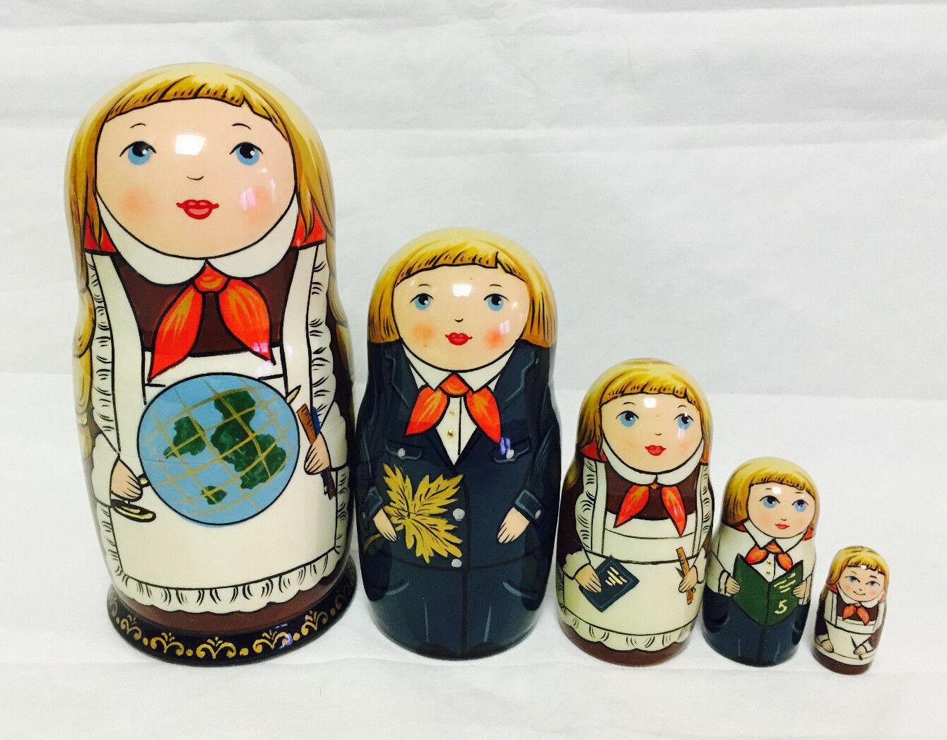 Russian Matryoshka Russian Wooden Nesting Dolls - 5 pieces  4