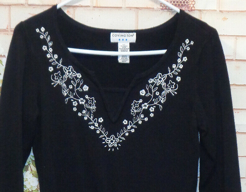 Embroidery Black Knit Sweater size Sm Pre-Owned