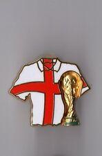 Pin's coupe du monde football - maillot (signé Arthus Bertrand FIFA 1974)