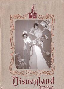 Disney-Vintage-Disneyland-Matterhorn-Photo-Gallery-Souvenir-plus-envelope-c1961