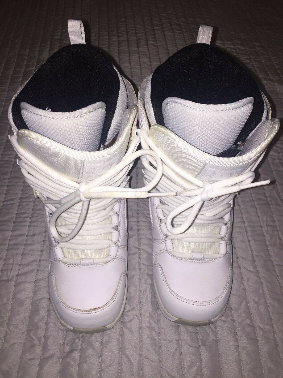 Great Condition DC Phase White Snowboard Boots  Women's Size 6  sale with high discount