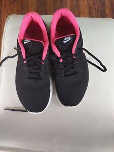Womens/Girls Black \u0026 Pink Nike Trainers