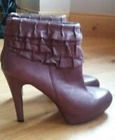 Nine West Plum Ruffle Ankle Boots Size 8