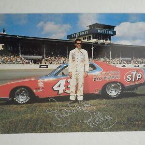 Richard-Petty-signed-1973-43-STP-PLYMOUTH-DAYTONA-GN-WC-Nascar-8x10-Photo
