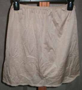 Vintage-Womens-S-Vanity-Fair-Beige-Lace-Trim-Skirt-Dress-18-034-Long-Slip