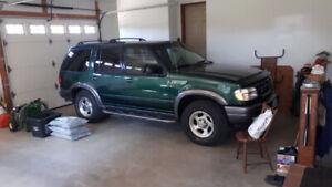 2000 Ford Explorer SXT