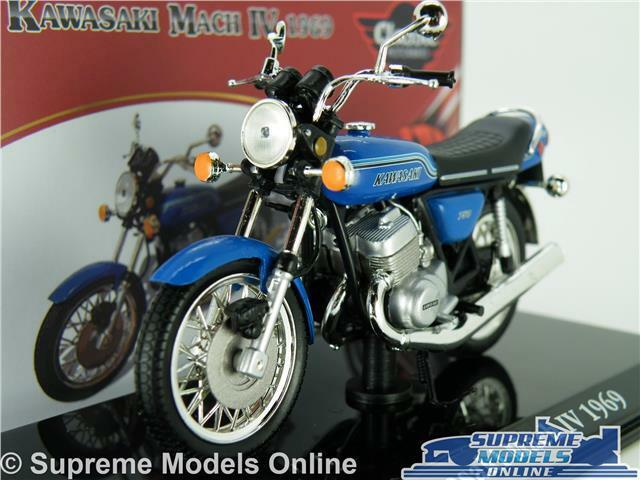 Scale model 1//24 Kawasaki Mach Iv 1969 Blue Motorcycle