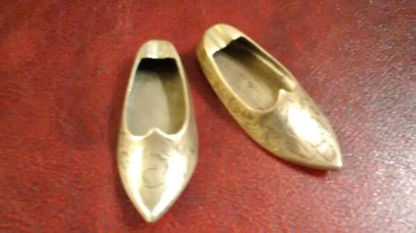 2 Vintage Engraved Brass Aladdin Shoe Slipper Ashtrays Colore Veloce