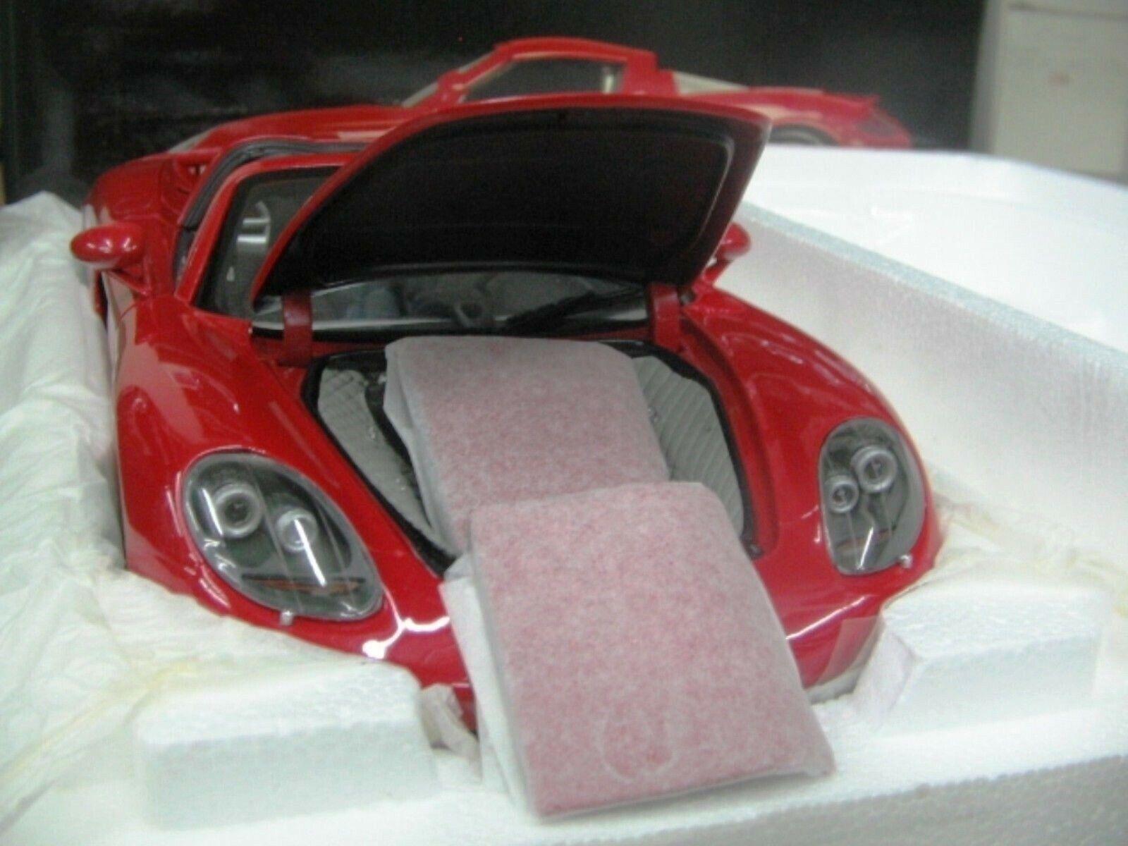 WOW EXTREMELY RARE Porsche 980 Carrera GT Targa H.Top 2004 Red 1 18 Minichamps