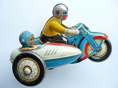 LoveinDIY Vintage Antique Tin Toy Motorcycle Wind Up Tin Toy Motor Man Riding I-922