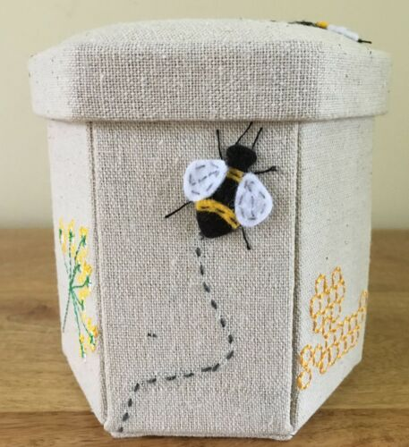 SEWING CASE KIT with contents FABULOUS APPLIQUE BEE DESIGN
