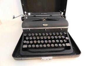 Vintage Royal Quiet Deluxe Typewriter in original case