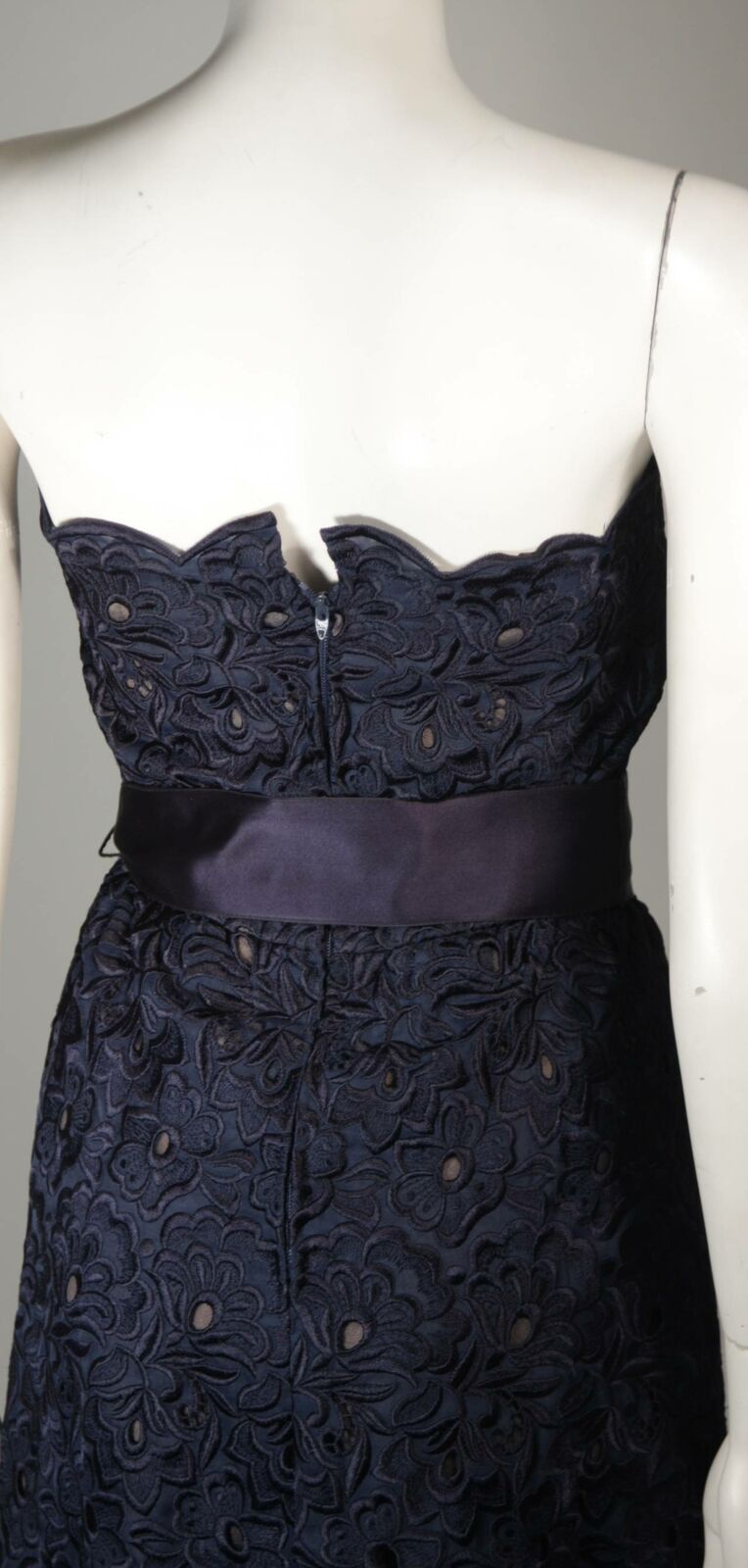 ARNOLD SCAASI Navy Floral Lace Gown Satin Belt Si… - image 6