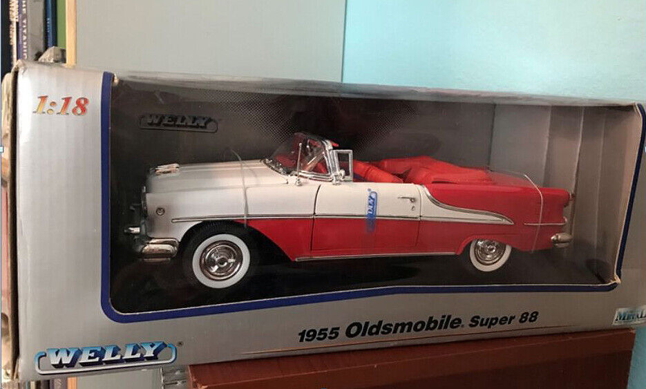1 18 Welly 1955 Oldsmobile Super 88 Congreenible (Red & White) - NEW in Box