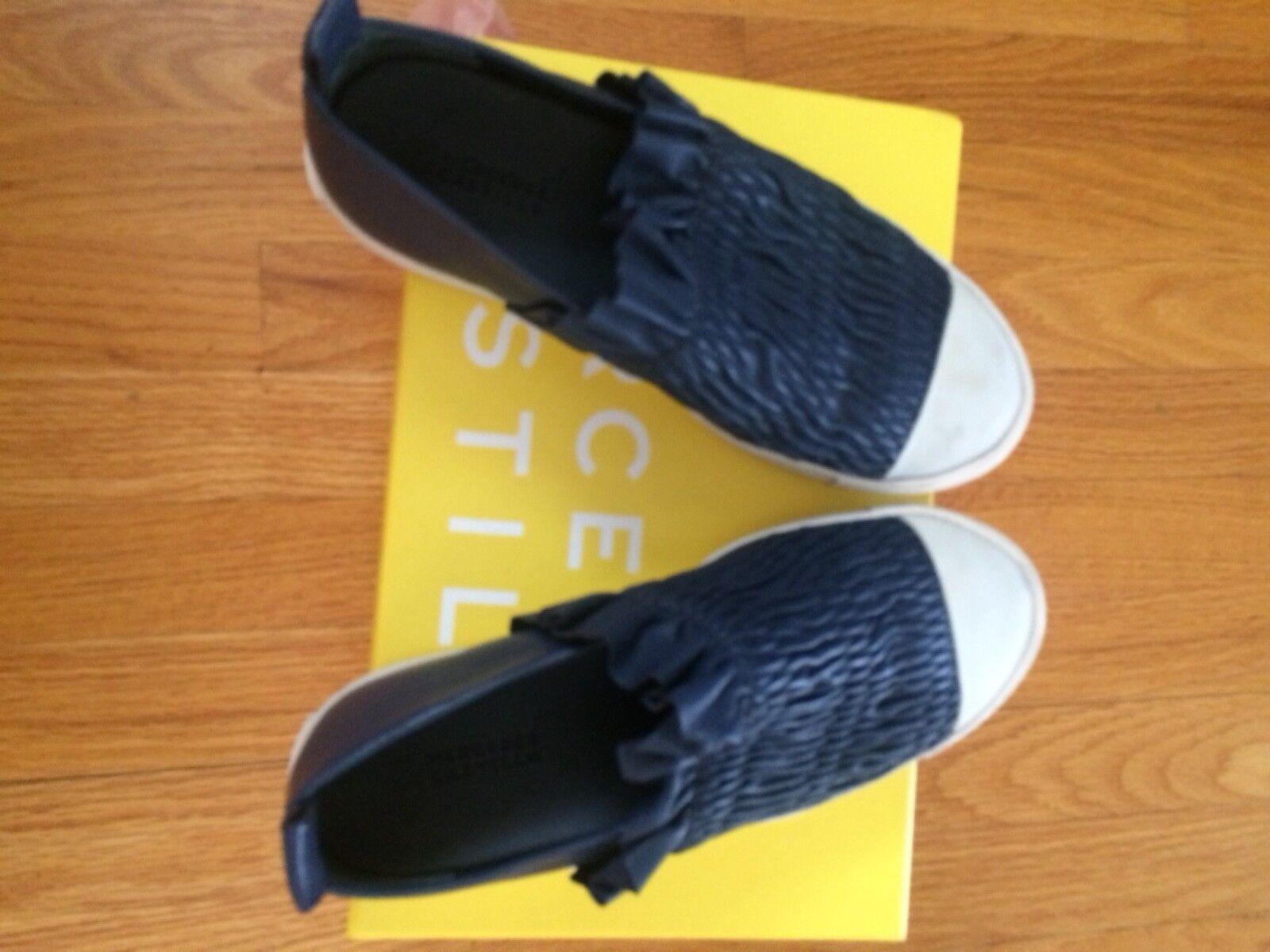 Mercedes Castillo Antoinette Bright Blue Leather Ruffle slip-on sneaker size 7