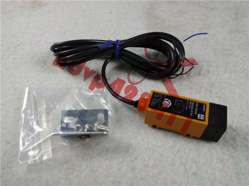 1PC NEW OMRON E3S-R2E4 Photoelectric Switch