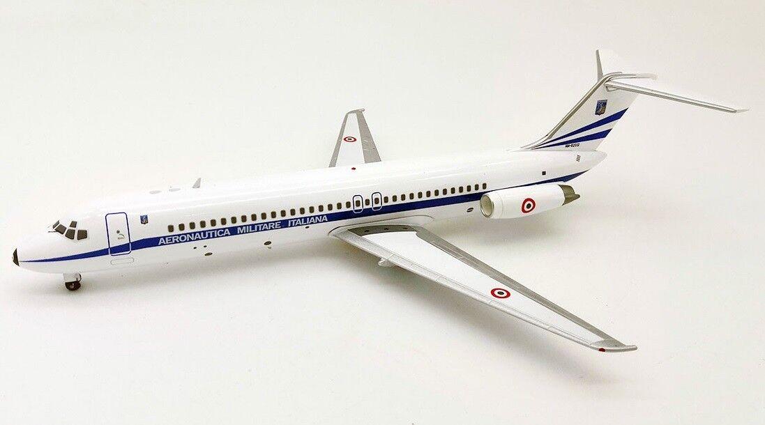 Fertilizantes 93IAF01 1 200 de la fuerza aérea italiana McDonnell Douglas DC-9-32 MM62012 con Soporte