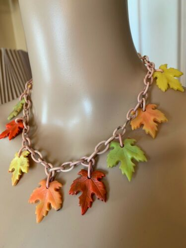 Rare Vintage 1930s 40s Bakelite Leaves Necklace - image 1