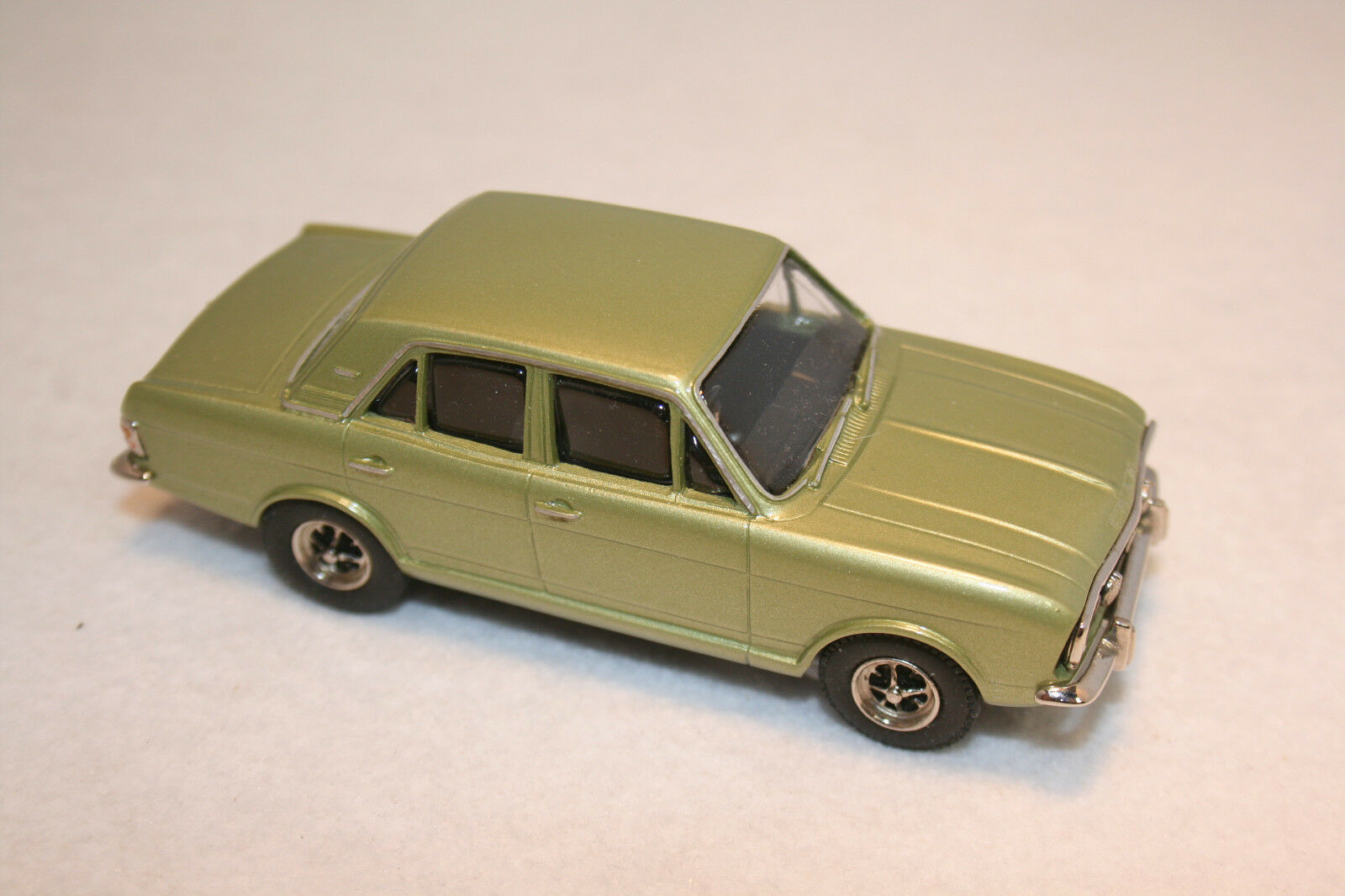 GTA PATHFINDER Modèle Classique Voitures. FORD 1600E. NEW Comme neuf boxed