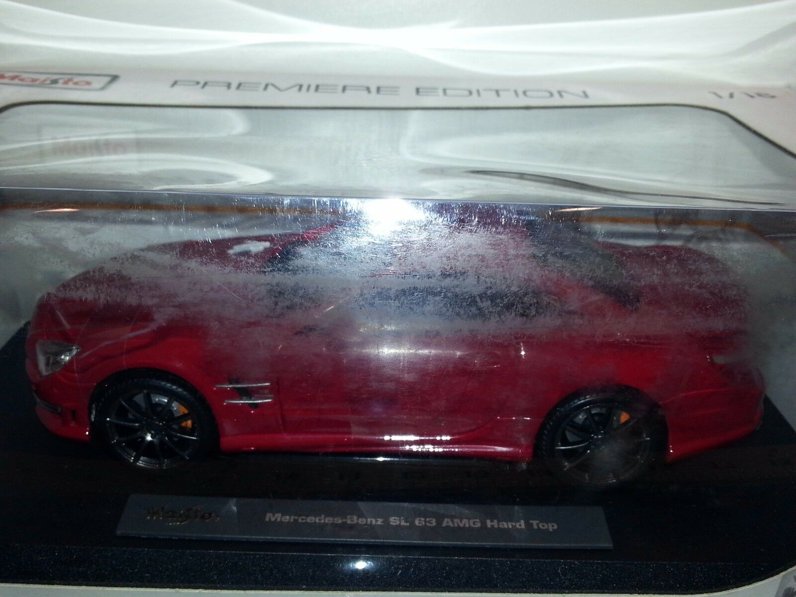 1 18 MAISTO PREMIERE EDITION MERCEDES-BENZ SL 63 AMG HARD TOP RED rd