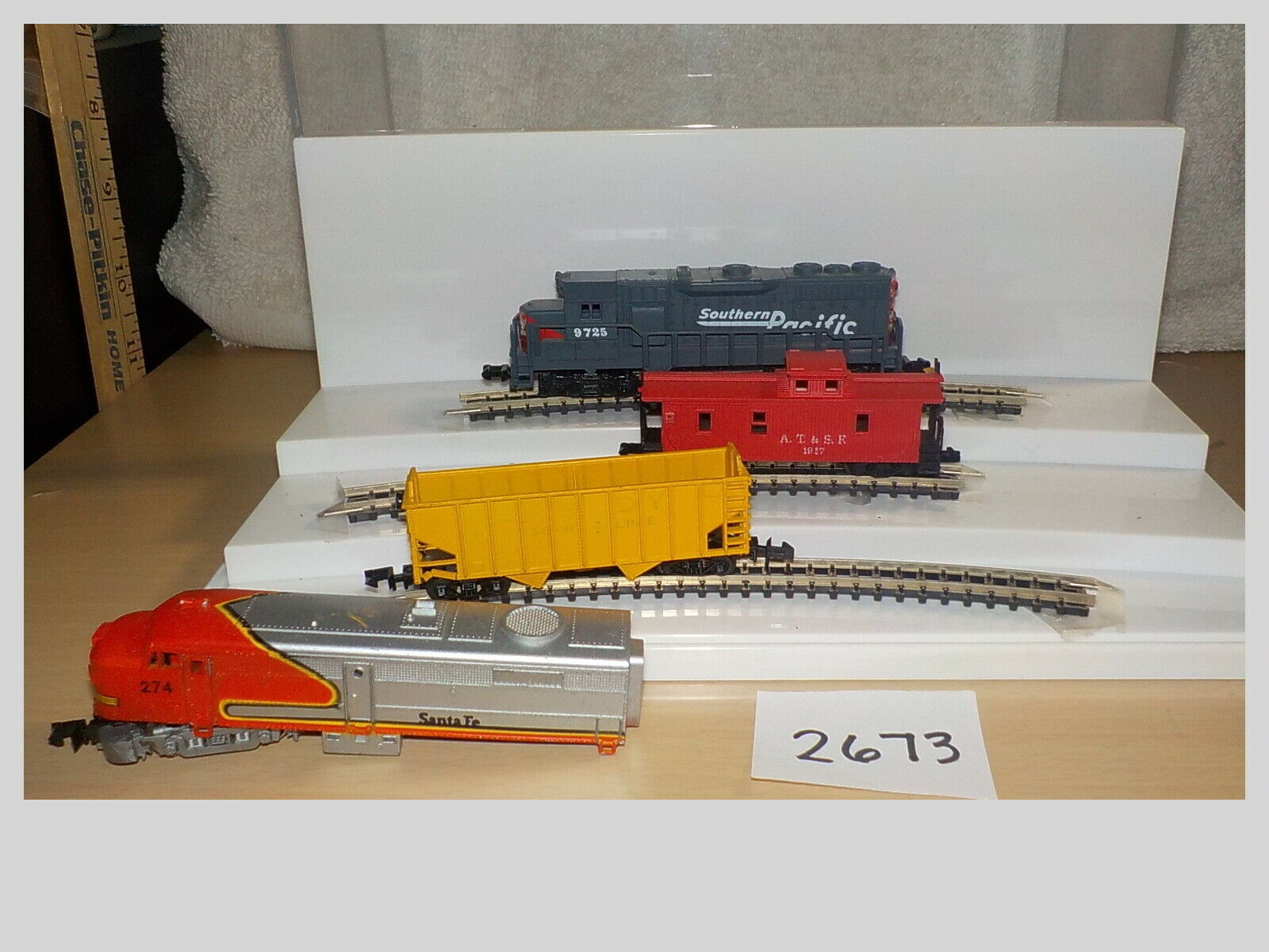 N Scale Arnold Atlas High Speed Train Car Lot Locomotive & Car 4 Pieces