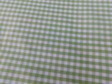 Pâle Vert Menthe Lapin et carottes imprimés en polycoton tissu