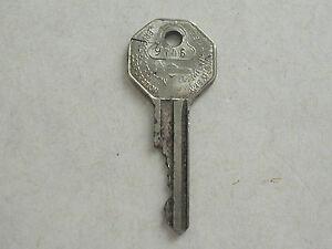 Vintage-1935-66-67-Chevy-GM-B10-Briggs-Stratton-Basco-A-Key-Keys-Knock-Out-9V46