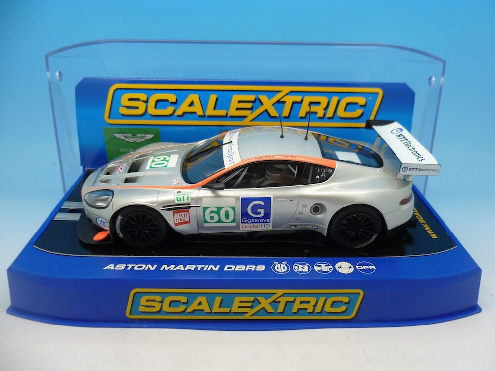 Scalextric C3063 Aston Martin DBR9 Gigawave Motorsports