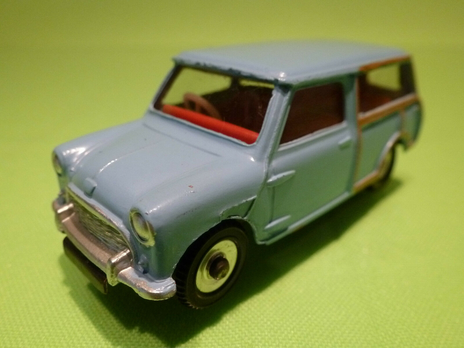 DINKY TOYS 1 43 - AUSTIN SEVEN COUNTRYMAN 199 -  RARE - IN NEAR MINT CONDITION .