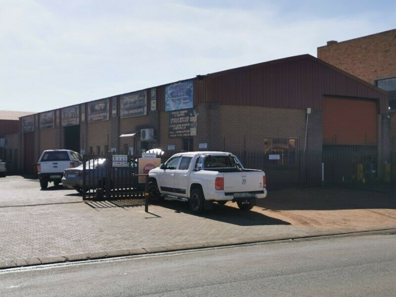 Workshop with offices in Naledi main street to let