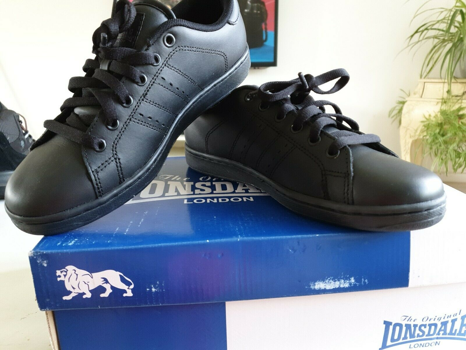 Lonsdale Full Laced Front Padded Leyton Leather Trainers Sizes 5