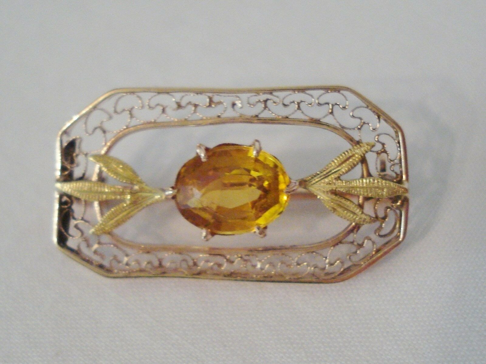 Victorian 10K Yellow gold Filigree Pin Citrine Green Leaves 2.1gr 1  Oval Stone