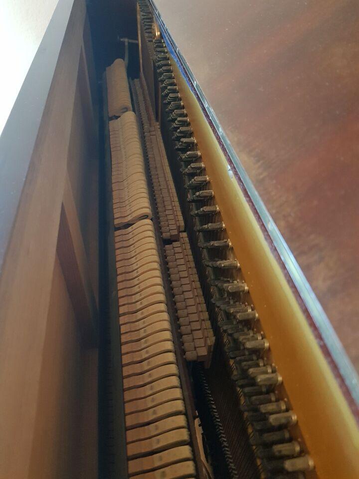 Klaver, andet mærke, Opretstående klavar