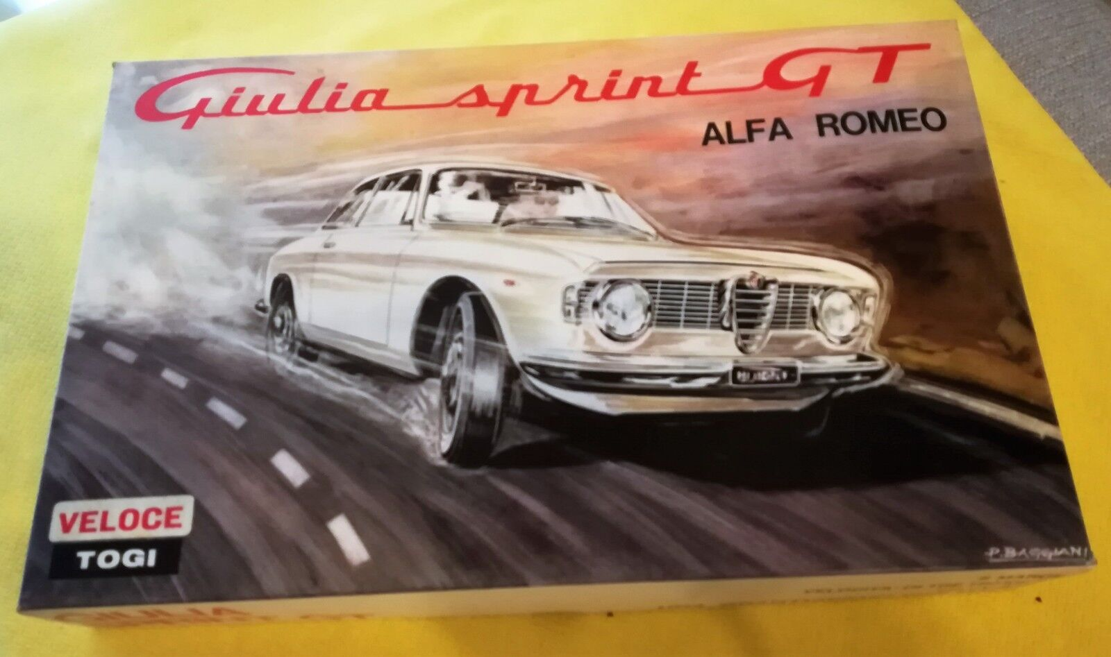 TOGI Kit (Assembled) Alfa Giulia Sprint GT Veloce 1965 Street Rojo Boxed New