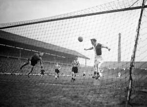 Tommy-Johnston-Of-Blackburn-Rovers-Scores-OLD-FOOTBALL-PHOTO-2