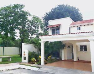 Casa en RENTA 4 recamaras en VILLAS TOSCANA Cancun