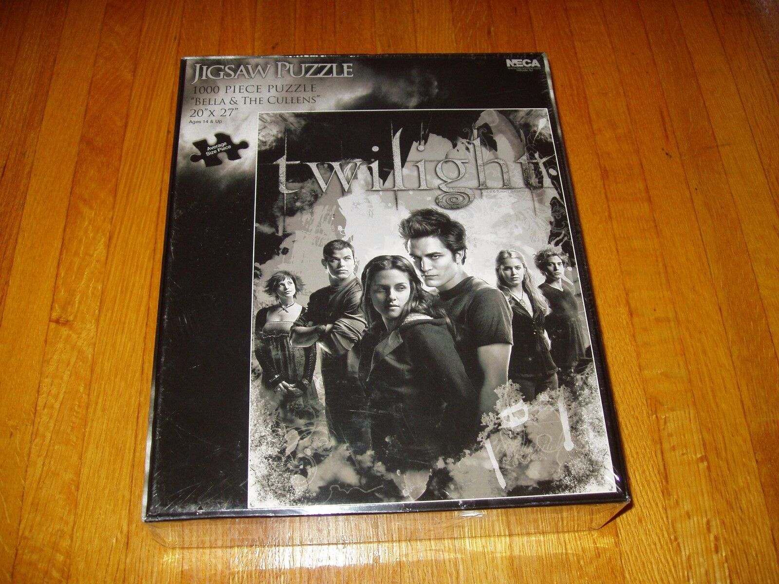 Twilight - Bella and the Cullens    1000 pc jigsaw puzzle    SEALED    Free Ship