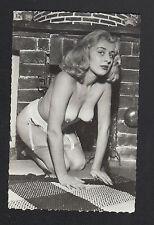 PHOTO période 1950 / NATURISME en SOUS-VETEMENT pose artistique devant CHEMINEE