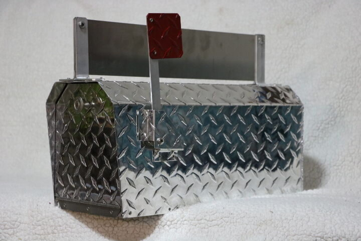 Heavy Duty Aluminum Diamond Plate 16 Gauge Mailbox Medium Größe with Name Plate