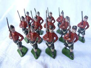 Plomb-creux-13-soldats-ecossais-55mm-XR-en-peinture-d-039-origine
