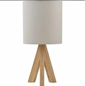 Details Sur Bois Naturel Trepied Lampe De Table De Chevet Lumiere Toile Abat Jour De Couleur Blanche Contemporaine Neuf Afficher Le Titre D Origine